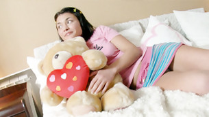 Brunettete dribblet is dreaming about getting her wicked minge spurted immersed